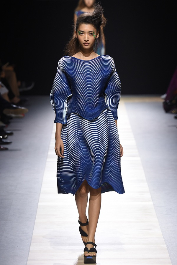 fabric_design_baked-stretch-by-issey-miyake_ss2016