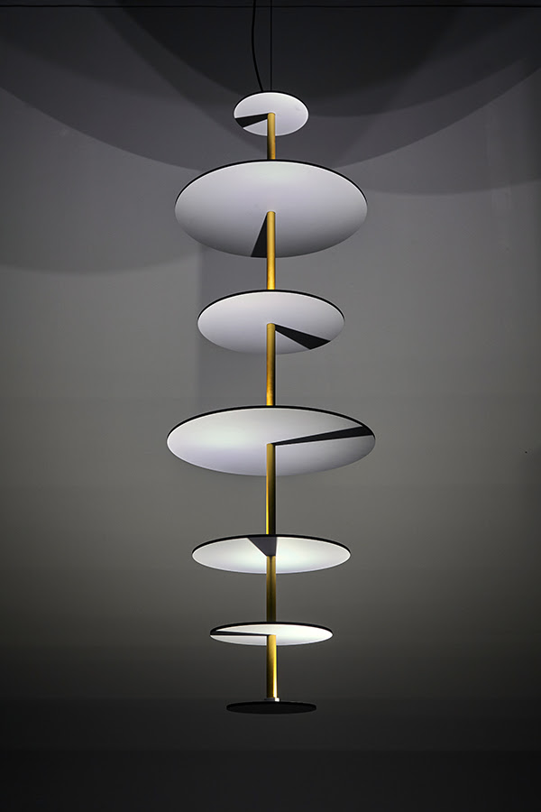 design-Marteen-de-Ceulaer-Sundial-Chandelier-for-Nilufar-Gallery-3