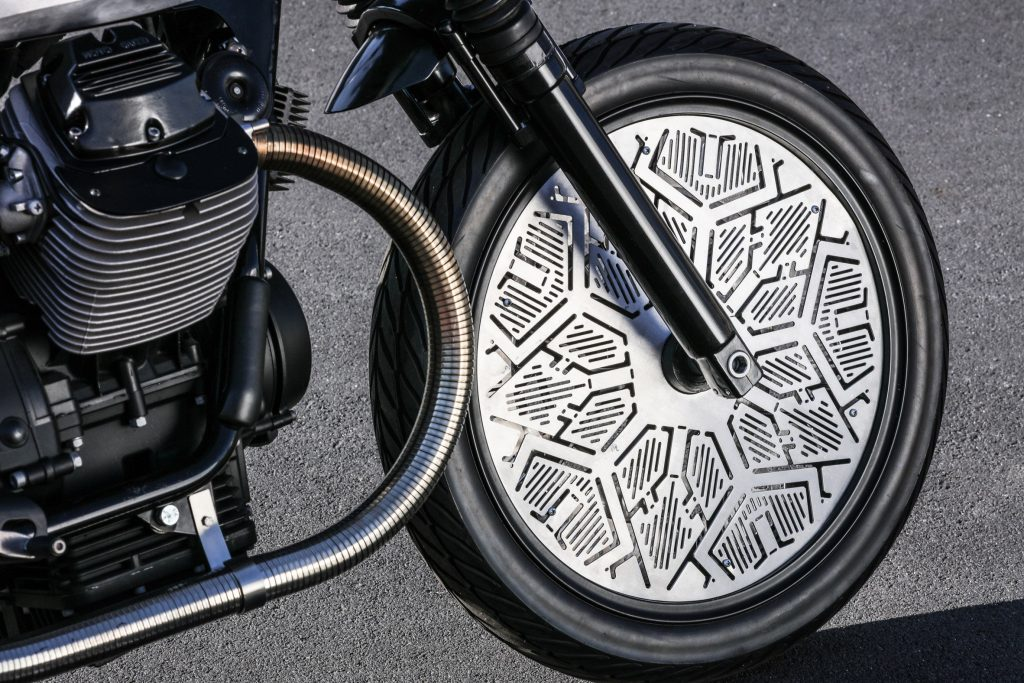 milan-tomoto-tom-dixon-motorcycle-moto-guzzi-design-pirelli-wheel-sleekdesign